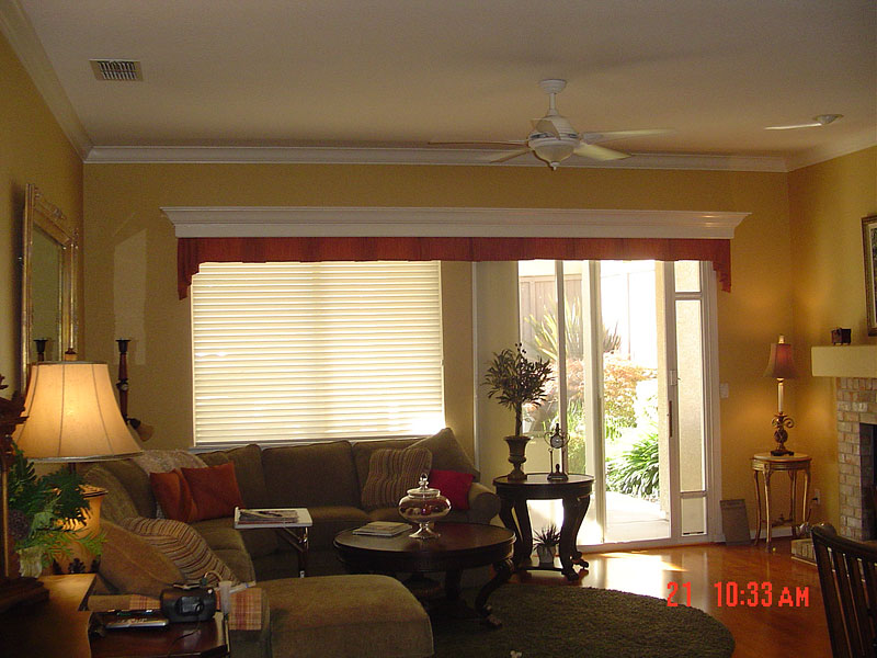 32_valance_with_customers_wood_cornice