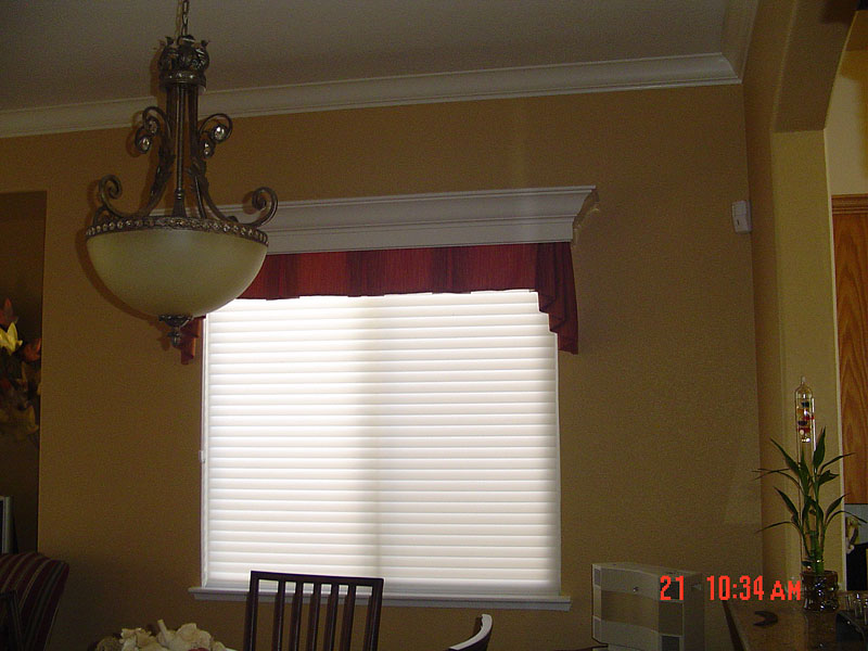 33_valance_with_customers_wood_cornice