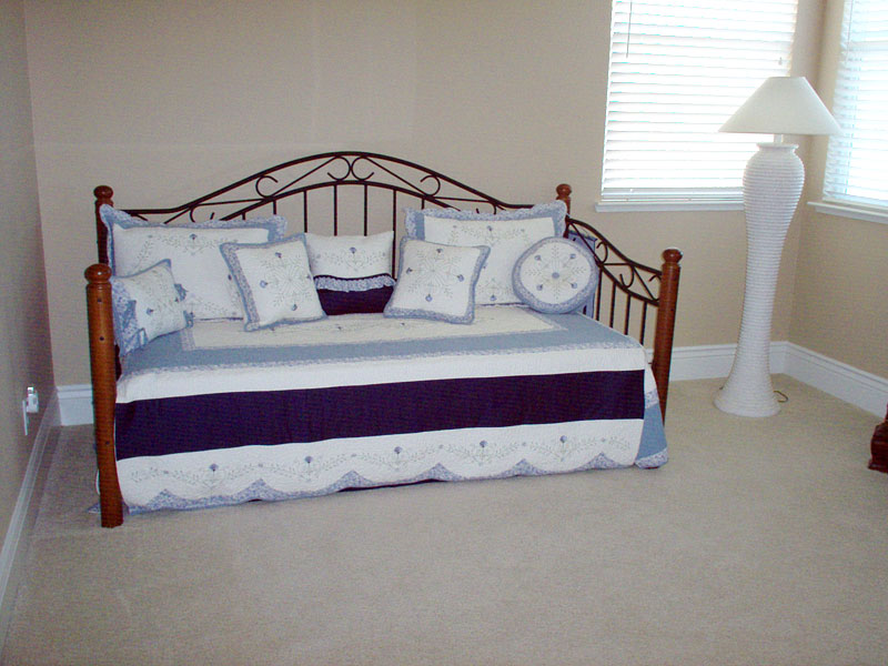 48_daybed_custom_covering