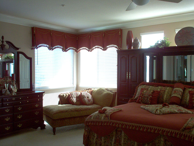 49_master_bedroom_bedspread__shams-_valances__pillows